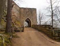Poort aan Oybin-kasteel in Saksen, Duitsland Royalty-vrije Stock Fotografie