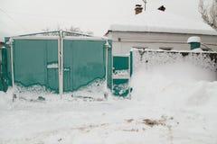 Poort in de sneeuw stock foto's