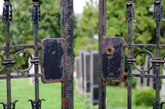 Poort - Joodse begraafplaats Dolni Kounice, Tsjechische Republiek Stock Afbeeldingen