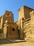 Poort van de tempel van Medinet Habu. Luxor, Egypte Stock Fotografie