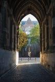 Poort van Dom Tower in de oude stad van Utrecht Stock Afbeelding