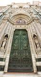 Poort van Duomo Firenza in panorama Stock Fotografie