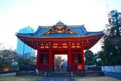 Poort van eerstgenoemde daitoku-in Mausoleum, Tokyo, Japan royalty-vrije stock foto's