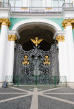 Poort van het Paleis van de Winter. De kluis Royalty-vrije Stock Afbeeldingen