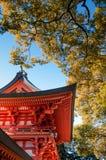 Poort van Hikawa-jinjaheiligdom, Omiya, Saitama, Japan Stock Afbeeldingen