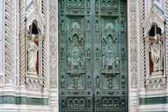 Poort van kathedraal in Florence Stock Foto