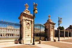 Poort van Royal Palace. Madrid Stock Afbeeldingen
