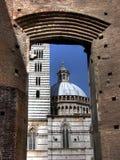 Poorten aan Duomo van Siena HDR Stock Fotografie