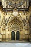 Poortod gotische kathedraal stock foto's