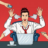 Pop Art Angry Businessman Shouting met Stoom die uit zijn Oren komen Zakenman aan het Multi het Belasten Bureauwerk Royalty-vrije Stock Afbeeldingen