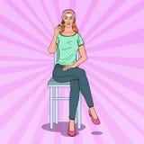 Pop Art Beautiful Woman Applying Contouring-Samenstelling De Schoonheidsconcept van de huidzorg royalty-vrije illustratie