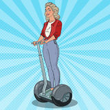 Pop Art Beautiful Woman Riding Segway Stedelijk Vervoer stock illustratie