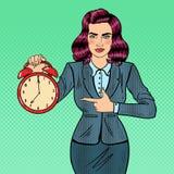 Pop Art Business Woman Holding Alarm-Klok vector illustratie