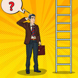 Pop Art Doubtful Businessman Looking Up bij Ladder vector illustratie