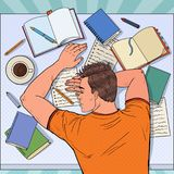 Pop Art Exhausted Male Student Sleeping på skrivbordet med läroböcker Trött man som förbereder sig för examen royaltyfri illustrationer