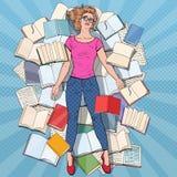 Pop Art Exhausted Student Lying op de Vloer onder Boeken Overwerkte Jonge Vrouw die voor Examens voorbereidingen treffen Onderwij royalty-vrije illustratie