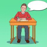 Pop Art Happy Schoolboy Sitting bij Schoolbank in een Klaslokaal Het concept van het onderwijs stock illustratie
