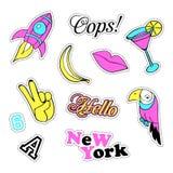 Pop-art met de kentekens van het manierflard en verschillende elementen wordt geplaatst dat Stickers, spelden, flarden, originele Stock Fotografie