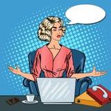 Pop Art Stressed Business Woman med bärbara datorn på mång- Taskingkontorsarbete Royaltyfria Foton