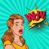 pop-art verrast meisje met open mond Geschokte Vrouw met Grappige Toespraakbel wauw Uitstekende Reclameaffiche, Pin Up royalty-vrije illustratie