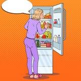 Pop Art Woman Choosing Food van de Koelkast Het gezonde eten, het op dieet zijn concept Stock Illustratie