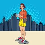 Pop Art Woman med minnestavlan som rider Gyroscooter i staden Själv-balansera stads- transport för elkraft vektor illustrationer