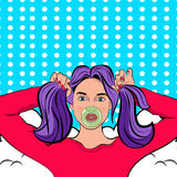 Pop Art Woman met vlechten en kauwgom stock illustratie