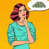 Pop Art Young Beautiful Woman Thinking over Geld Royalty-vrije Stock Foto's