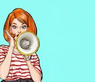Pop-Arten-Mädchen mit Megaphon Frau mit Lautsprecher Mädchen, das Rabatt oder Verkauf ankündigt Universalschablone für Grußkarte, Stockbild