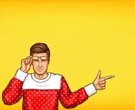 Pop-Arten-Mann, der mit dem Fingervektorskizzen-Illustrationskerl zeigt Richtung oder Informationen anzeigt oder zeigt Lizenzfreie Stockfotografie