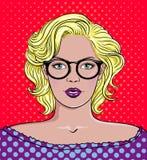 Pop-Arten-Vektorillustration einer Frau mit Gläsern Schönes Frauenportrait vektor abbildung