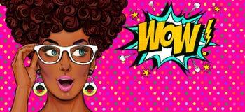 Pop-artillustratie, verrast meisje Grappige vrouw wow Adverterende affiche Pop-artmeisje Het uitstekende etiket van de theetijd royalty-vrije illustratie