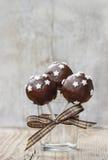 Pop för chokladkaka som dekoreras med stjärnor Arkivbilder