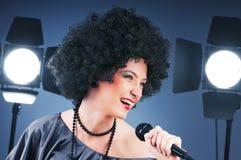 Pop star che canta la canzone Fotografie Stock