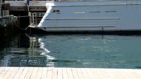 Popa de un barco de la carta atracado en Wellington Harbour, Nueva Zelanda metrajes