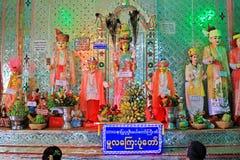 Popa Taungkalat Shrine Buddha Image, zet Popa, Myanmar op royalty-vrije stock foto's