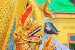 Popa Taungkalat Shrine Dragon Statue, zet Popa, Myanmar op royalty-vrije stock foto's