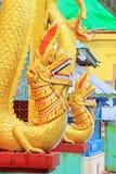 Popa Taungkalat Shrine Dragon Statue, zet Popa, Myanmar op stock foto