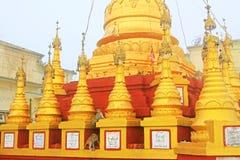 Popa Taungkalat Shrine, zet Popa, Myanmar op royalty-vrije stock foto