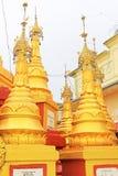 Popa Taungkalat Shrine, zet Popa, Myanmar op stock foto's