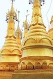 Popa Taungkalat Shrine, zet Popa, Myanmar op stock foto