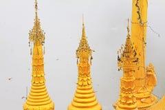 Popa Taungkalat Shrine, zet Popa, Myanmar op royalty-vrije stock afbeeldingen