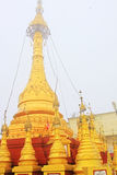 Popa Taungkalat Shrine, zet Popa, Myanmar op royalty-vrije stock foto's