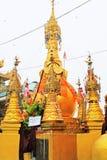Popa Taungkalat Shrine, zet Popa, Myanmar op royalty-vrije stock afbeelding