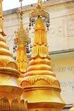 Popa Taungkalat Shrine, zet Popa, Myanmar op stock fotografie