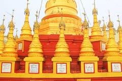 Popa Taungkalat Shrine, zet Popa, Myanmar op stock afbeeldingen