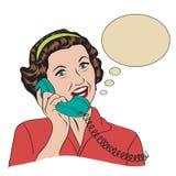 Popart可笑的减速火箭的妇女谈话由电话 库存图片