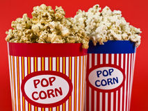 popcorn δύο κάδων στοκ εικόνα