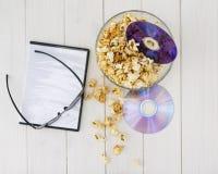 Popcorn και δίσκοι και τρισδιάστατα γυαλιά Στοκ φωτογραφία με δικαίωμα ελεύθερης χρήσης