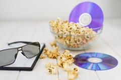 Popcorn και δίσκοι και τρισδιάστατα γυαλιά Στοκ Εικόνες